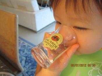Trey+drink+milk+013_convert_20120707041737.jpg