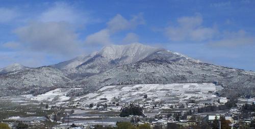 雪上がり?の高社山(24.12.2)