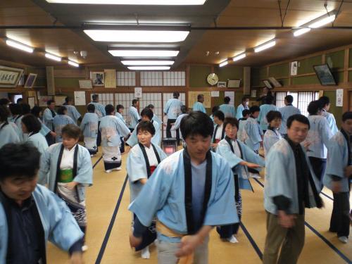 千歳桜音頭踊りを奉納(24.4.22)