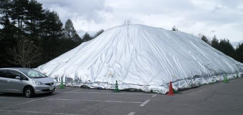 どんぐりの森公園貯雪(24.5.2)