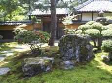 庭石と門(24.6.2)