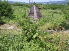 鉄橋の向こうには四ヶ郷駅(24.6.4)
