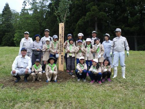 山ノ内西小学校緑の少年団と記念撮影(24.6.9)