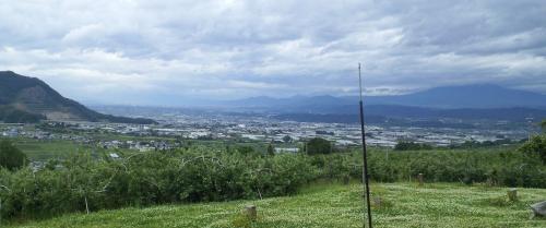 中野市、長野市方面を見下ろす(24.6.19)