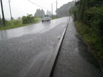 道路も歩道も川のよう(24.7.7)