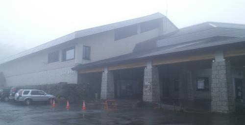 霧の志賀高原総合会館98(24.7.8)