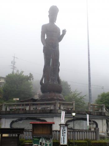 世界平和観音も霧の中(24.7.21)