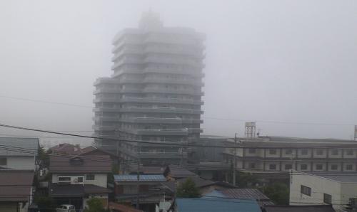 霧の中のマンション(24.7.21)