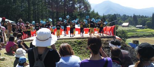 ステージ上ではチビッ子のダンス(24.9.16)