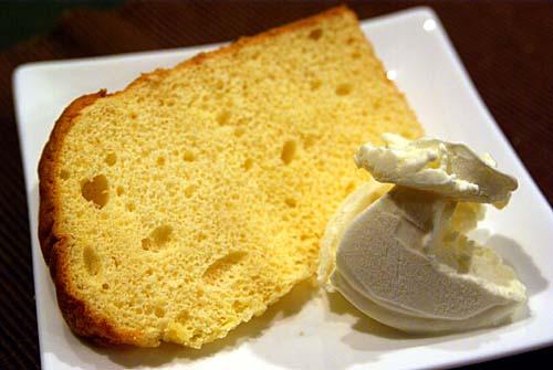ボン・フィセルのオレンジシフォンケーキとアイスクリーム