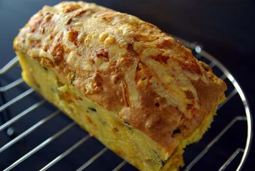 カボチャとチーズのケーク・サレ 焼きたて冷まし中