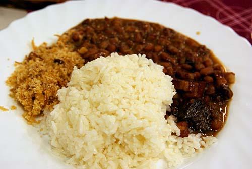 コラサン・ド・ブラジル ライス、豆と肉の煮物、キャッサバの粉