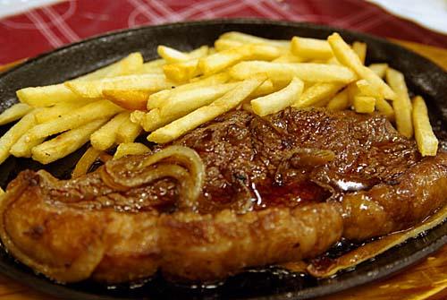 コラサン・ド・ブラジル ステーキとフレンチフライ