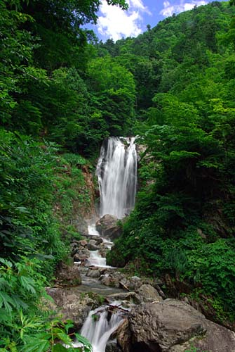 籾糠山 国道360号沿いの滝