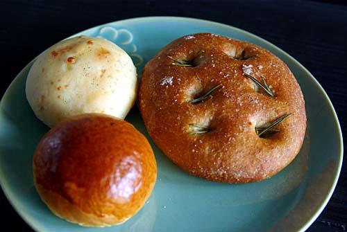 パンのおと フォカッチャ、アンチョビとクルミのパン、まるあまパン