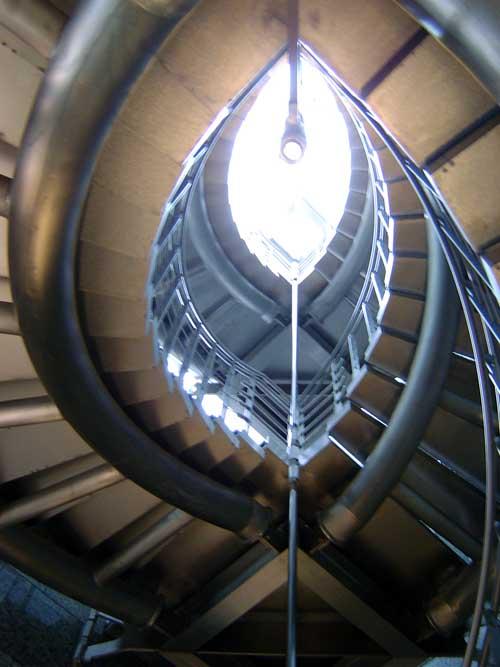 メタリックな螺旋階段1