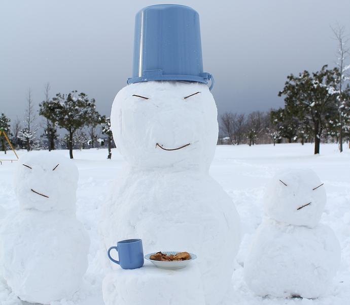 でっかい雪だるま 公園にて