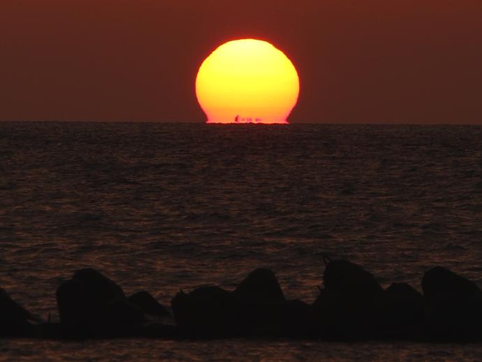 夏のだるま夕日 徳光海岸にて