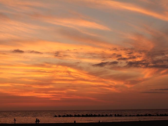 真っ赤に焼けた夕空 徳光海岸にて