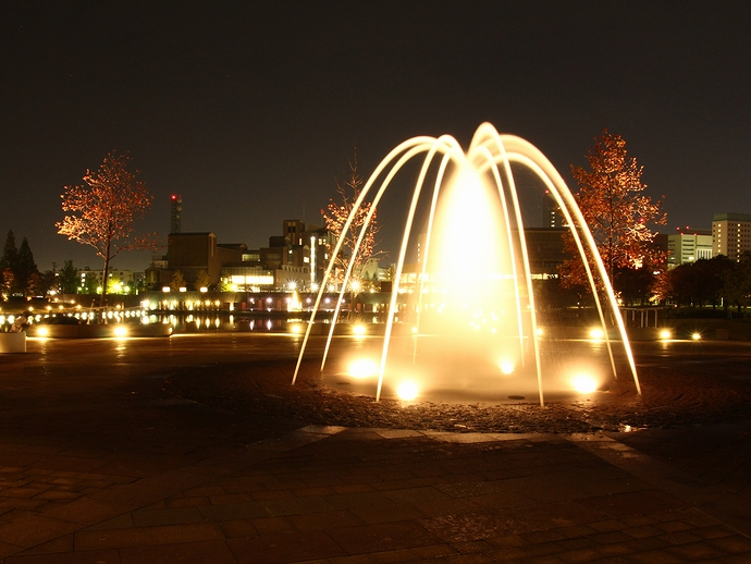 噴水のライトアップ 富山・環水公園