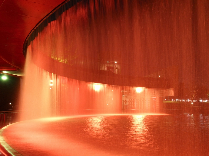 環水公園 水のカーテンライトアップ