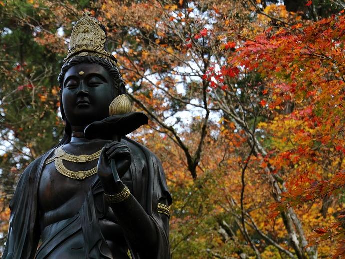 那谷寺の仏像と紅葉