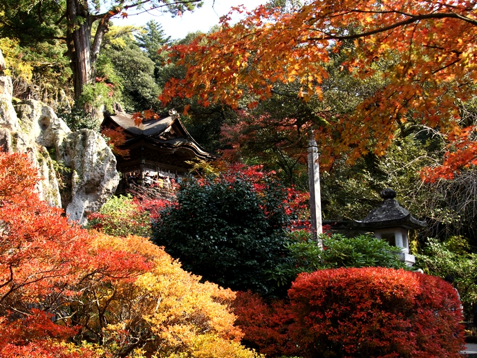 那谷寺 本殿と紅葉