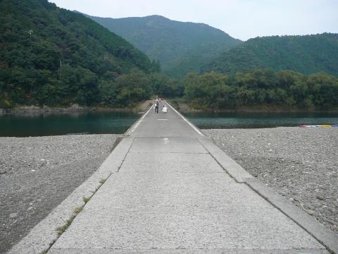 勝間沈下橋