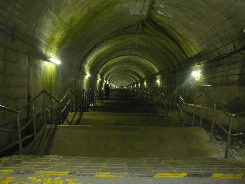 土合駅下り方面3