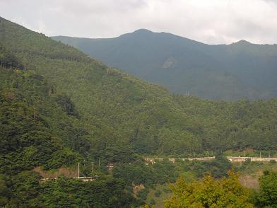 白屋岳1177m遠望