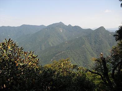 山上ケ岳方面(左)