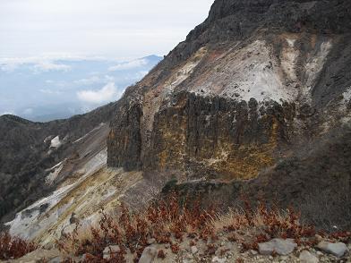 9 硫黄岳への登り・爆裂跡