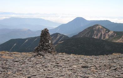 11 硫黄岳より蓼科山方面