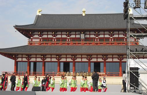 11 大極殿前庭のダンス