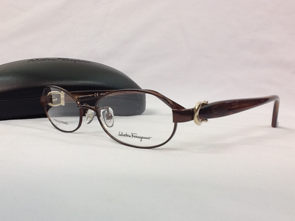 サルヴァトーレフェラガモ 品番:SF2508A フレームカラー:SHINY BORDEAUX レンズサイズ:53ミリ