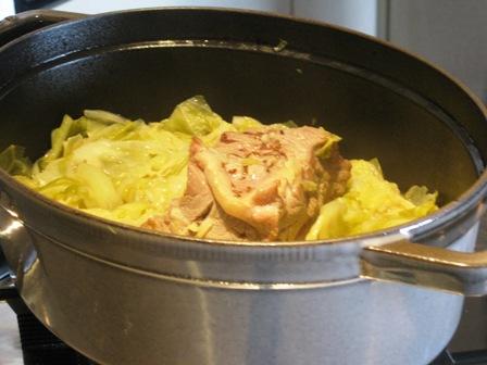 豚肉とキャベツを煮込みました