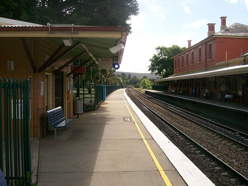 800px-Mittagong_railway_station_platform_2_south.jpg