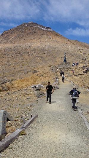 剣が峰への道