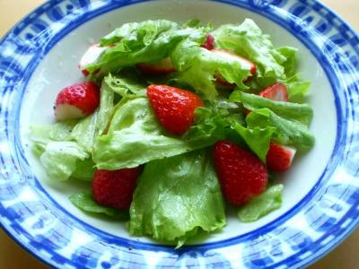 イチゴとレタスのサラダ