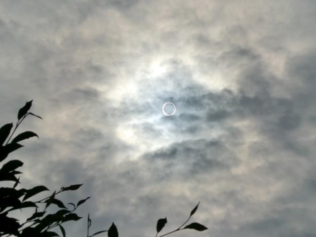 金環日蝕 (2)