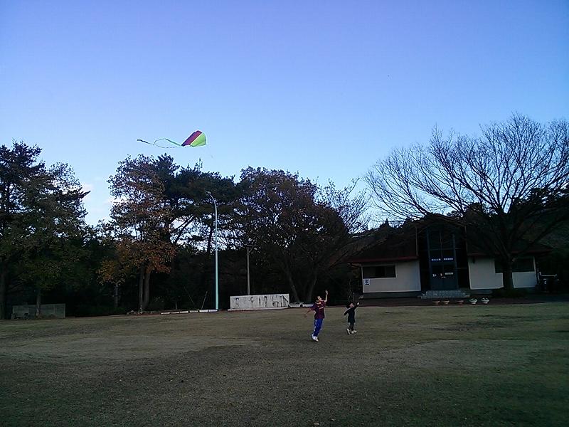 娘の凧揚げ