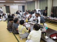 10.10.17 全ての運行を終えて食事をする東田太鼓台の役員の皆さん