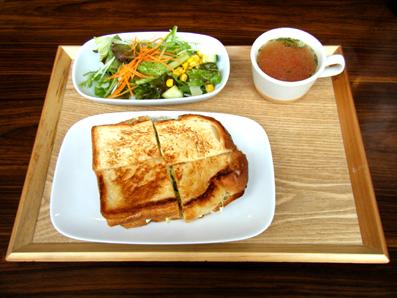 『モリタコーヒー』のハムトマトチーズのホットサンド