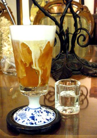 『Cafe de 伊万里(イマリ)』のアイスミルクティー