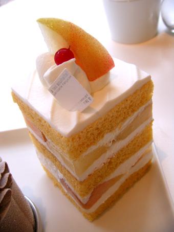 『アテスウェイ』の桃のショートケーキ