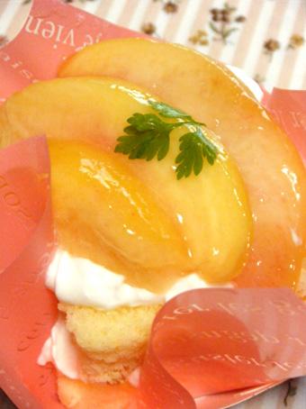 『ウルソン』の桃のケーキ