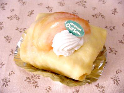 『ウルソン』の桃のロールケーキ
