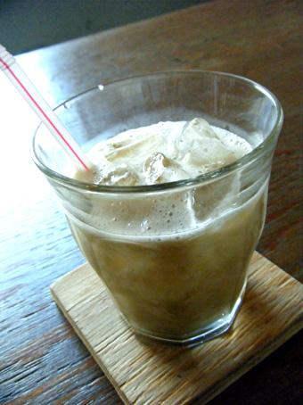 『ハチカラニ(@+cafe タスカフェ)』の巨峰ジュース