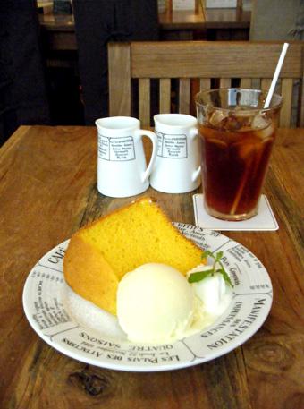 『カフェ・キャトル』のかぼちゃのシフォンケーキ
