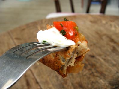 『カフェ・ドゥ・リエーブル うさぎ館』の野菜のトマト煮のガレット